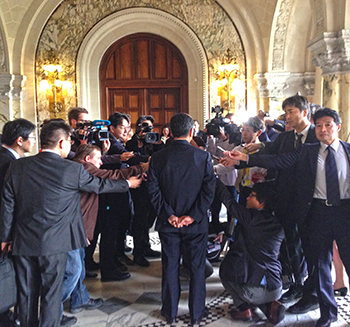 Deputy Foreign Minister of Japan Koji Tsuruoka faces the media in the foyer of the Peace Palace. c. IFAW/P. Ramage