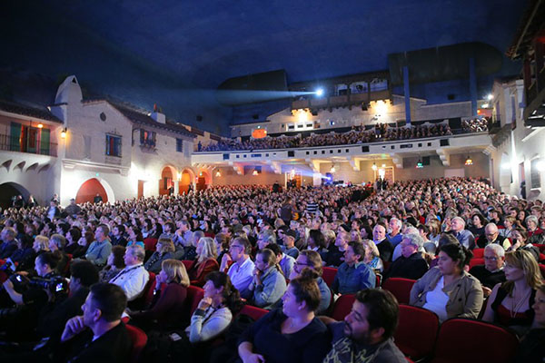 A crowd gathers at the Santa Barbara International Film Festival in 2015. © SBIFF