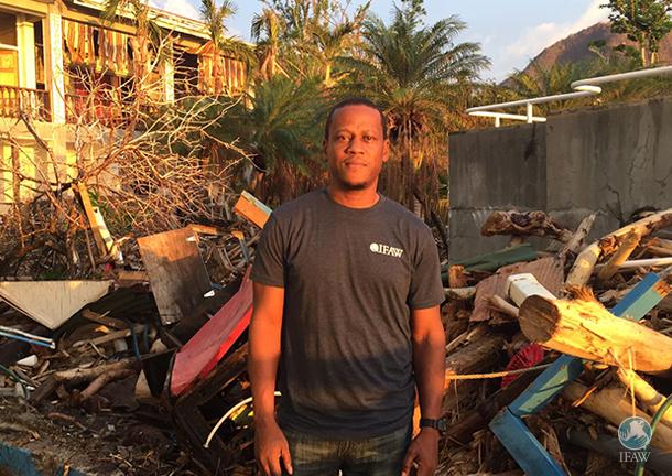 Kelvin Alie, Vice-président exécutif et l'auteur du blog, sur ses terres natales pour intervenir suite aux ouragans.