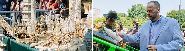 Jeff Flocken, directeur van IFAW Noord-Amerika, legt een stuk ivoor op de transportband om vermalen te worden.