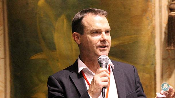 John Scanlon, Secrétaire général de la CITES, photographié ici lors du dernier congrès de l'IUCN à Hawaii, a promptement affirmé, lors de la conférence sur le plan d'action de l'UE contre le trafic d'espèces sauvages, que le secteur industriel joue un rôle crucial dans le combat contre le trafic d'espèces sauvages en faisant en sorte que ses activités soient irréprochables.