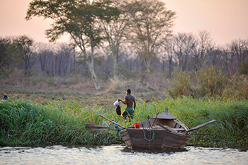 Poachers fishing on the Shire river in Liwonde National Park. c. IFAW/Riccardo Gangale