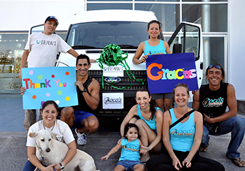 The new mobile veterinary unit and staff for Playa del Carmen, Mexico.