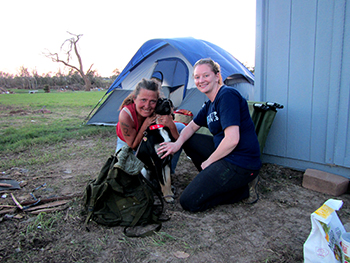The IFAW team helped a woman to obtain supplies and food for herself and her dog – in order to maintain the bond with her animal companion, something we strive for even in the most challenging of circumstances.
