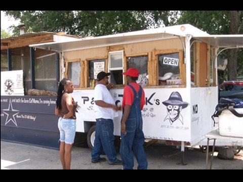 Waco, TX: Food Trucks in a Neighborhood Near You [video]