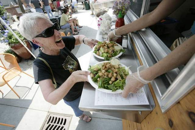 Food Cart Vendors Hope They Can Sizzle in Detroit