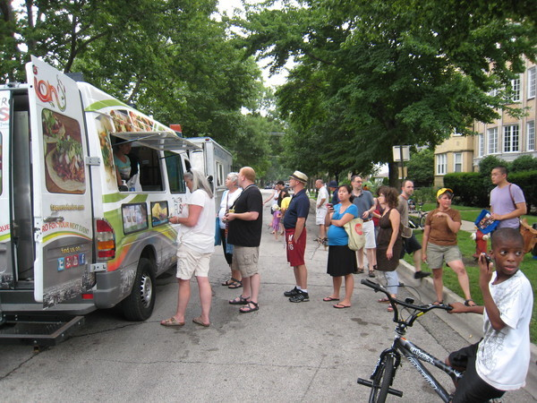 Chicago: Brummel Park Food Truck Fest Exhibits Evanston's South Side in a Delicious Way