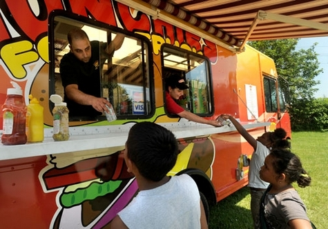 New London, CT: Locals Happy to Ride Along with Munchies Food Truck [video]