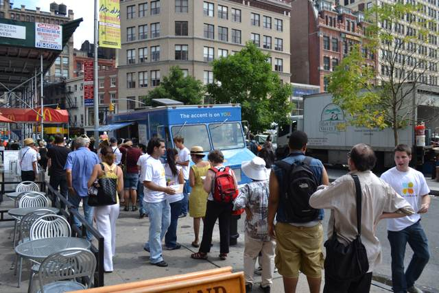Free Food Alert: Foreign Language Food Truck In Midtown Today