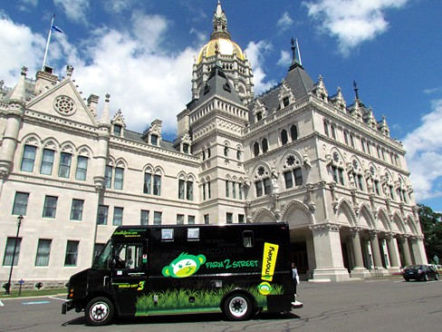 Hartford, CT: From 'Farm2Street,' State Workers Discover New Food Truck