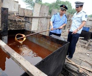 China: Discarded Food Waste Slop Recycled Into Cheap Cooking Oil