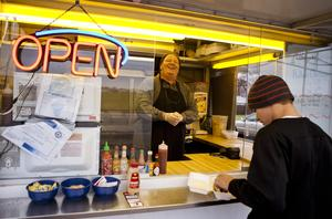 Springfield, IL: Food Trucks Become More Visible Option in Springfield Area