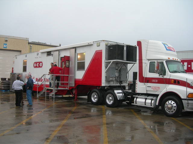 Odessa, TX: HEB Gears up for Feast of Sharing