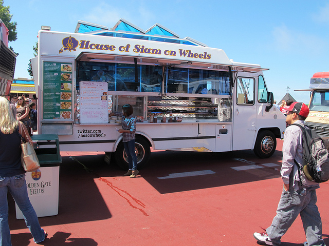Food Trucks Give New Meaning to Dining Out