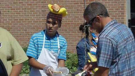 Holland, MI: Teen Reopens Hot Dog Cart Sales on River Ave. Thursday