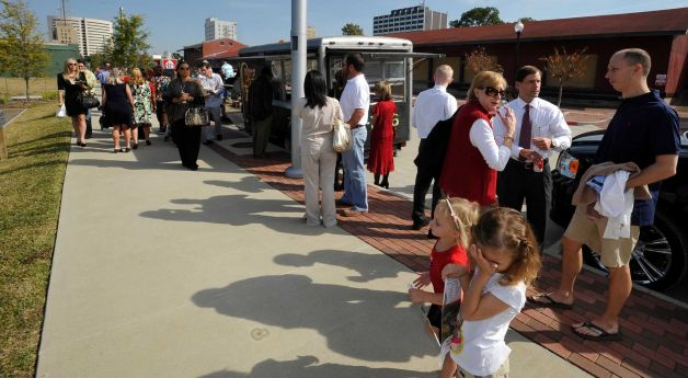 Beaumont, TX: Hundreds 'Lunch on the Lake,' Show Support for Food Trucks