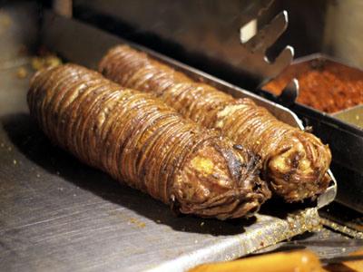 Istanbul, TR : EAT – Street Food Battle – Tantuni vs Kokereç