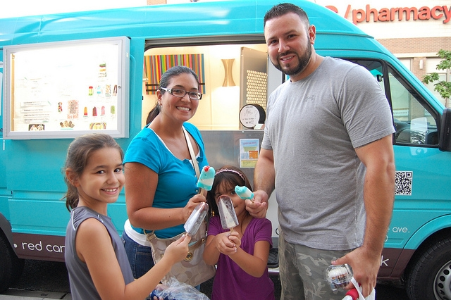 (WBEZ/Louisa Chu)Ice3, aka ice-cubed, food truck with family and ice pops at Fischman food truck night in Chicago