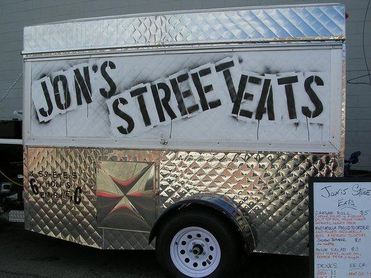 Oakland, CA: Food Trucks Swap Wheels for Bricks and Mortar