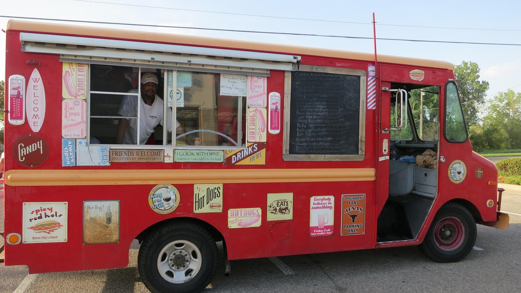 Wichita Ks U Hungry Truck Wichita S First Food Truck