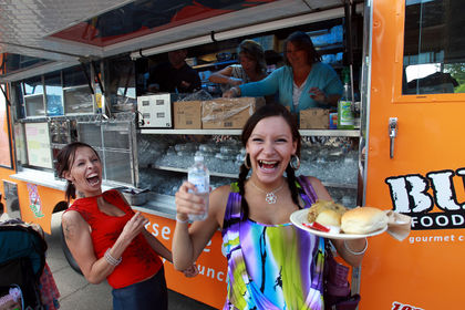 Edmonton, CAN: Food Trucks Lend A Hand to Edmonton's Homeless
