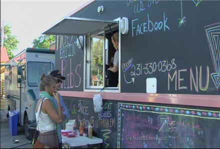 Traverse, MI: Customers Flocking to Food Trucks