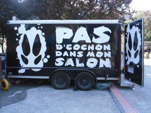 CAN-Montreal-Pas_d-cochon_dans_mon_salon-truck