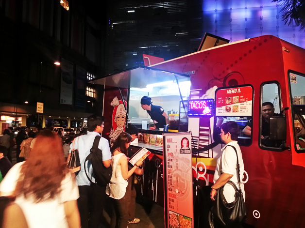 Manila, PH: Manila's Meals on Wheels – A Food Cart Revolution