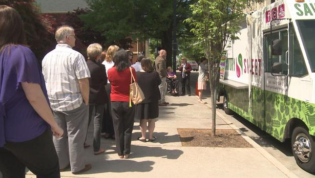 Knoxville, TN: Savory & Sweet Food Truck Does Brisk Business on 1st Day Downtown