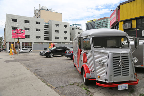Toronto, CAN: Toronto Food Truck Alley Hits Summer Speed Bumps