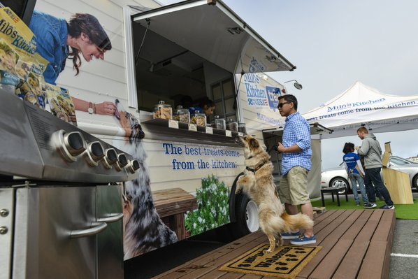Fayetteville, AR: Food Truck Goes to the Dogs in Cross-Country Marketing Event