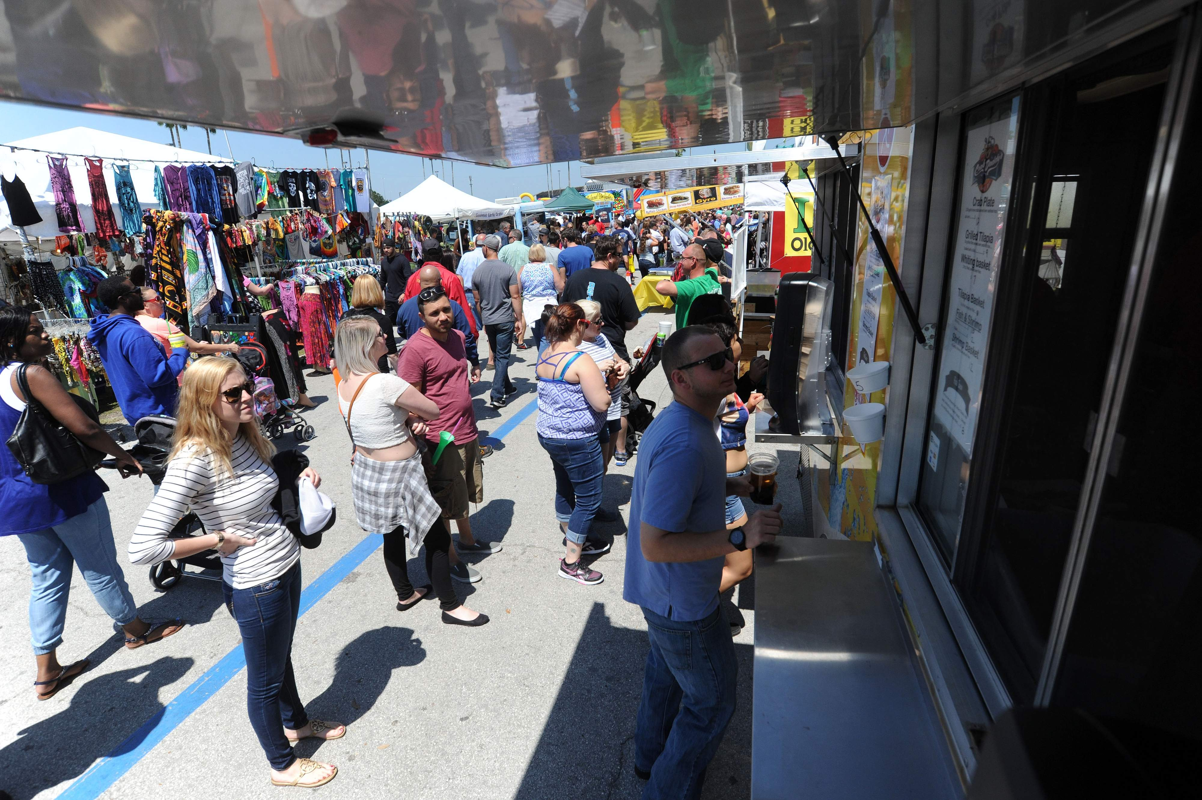 Tampa, FL: 75 trucks participate in 'World's Largest Food Truck Rally' in Tamp