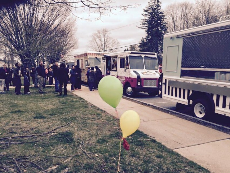 Madison, CT: Hundreds Come Out in Madison to Support the Food Trucks