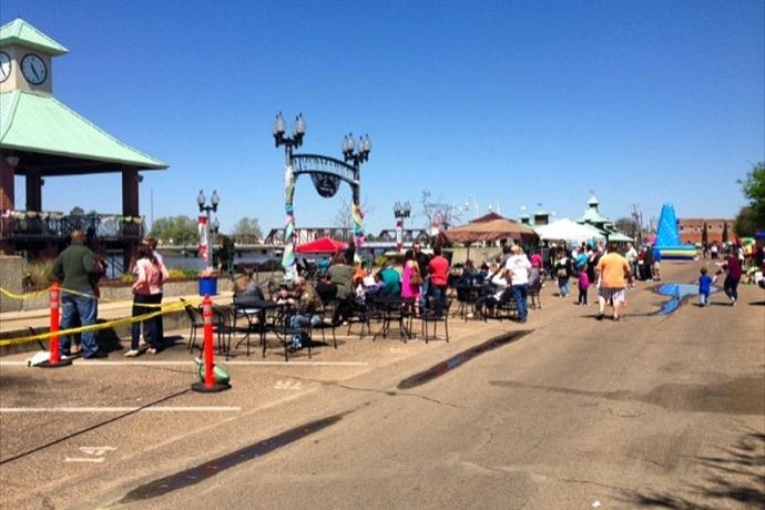 Monroe, LA: Food Trucks Got their Own Day at the RiverMarket