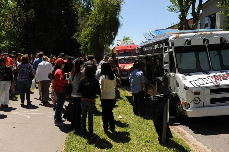 Sacramento, CA: Sacramento City Council votes to ease food truck rules