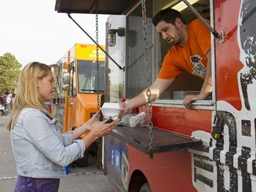 Burlington, CAN: Burlington seeks public input on updating bylaw for food trucks
