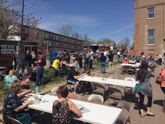 Sioux Falls, SD: Food Truck Friday draws hundreds downtow