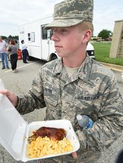 Dover, DE: Dover airmen seek meal options during renovation