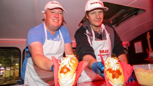 Auckland, NZL: Hot dog van offers hope for homeless man