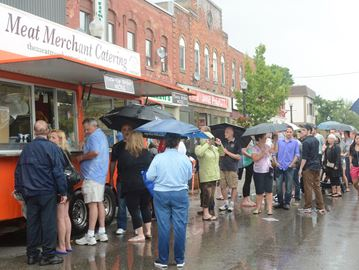 Stouffville, CAN: 10,000 food truck fans create frenzy in downtown Stouffville