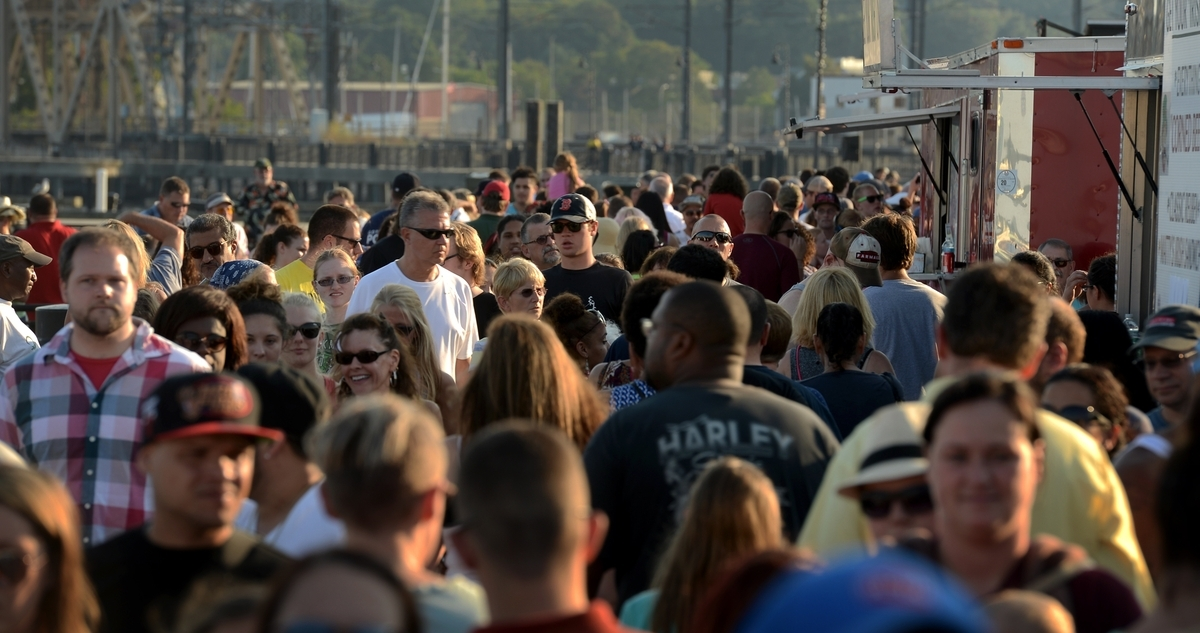 New London, CT: New London Food Truck Festival satisfies the hungry crowds