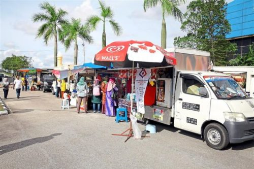 Food truck operators busy serving customers. – filepic