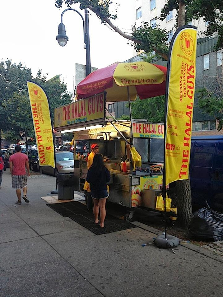 New York, NY: The Halal Guys food cart takes New York by storm