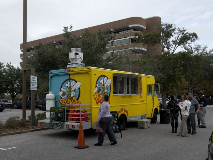 Pensacola, FL: Food trucks open with crowds