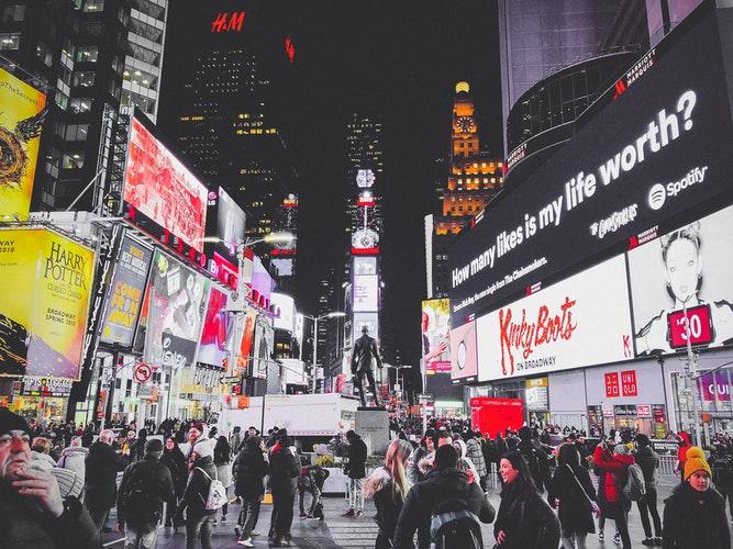 conheça os tipos de publicidade e como aplicar em sua marca