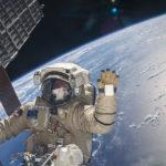 Astronauta, ISS e a Terra