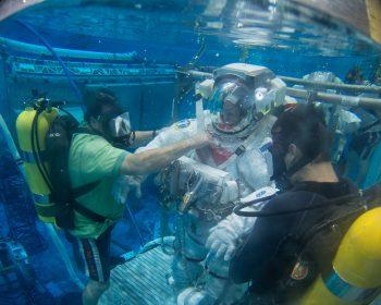 Astrounata e mergulhadores