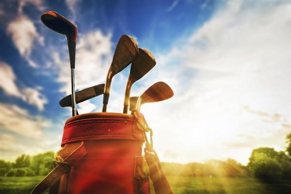 Collegiate-golfing