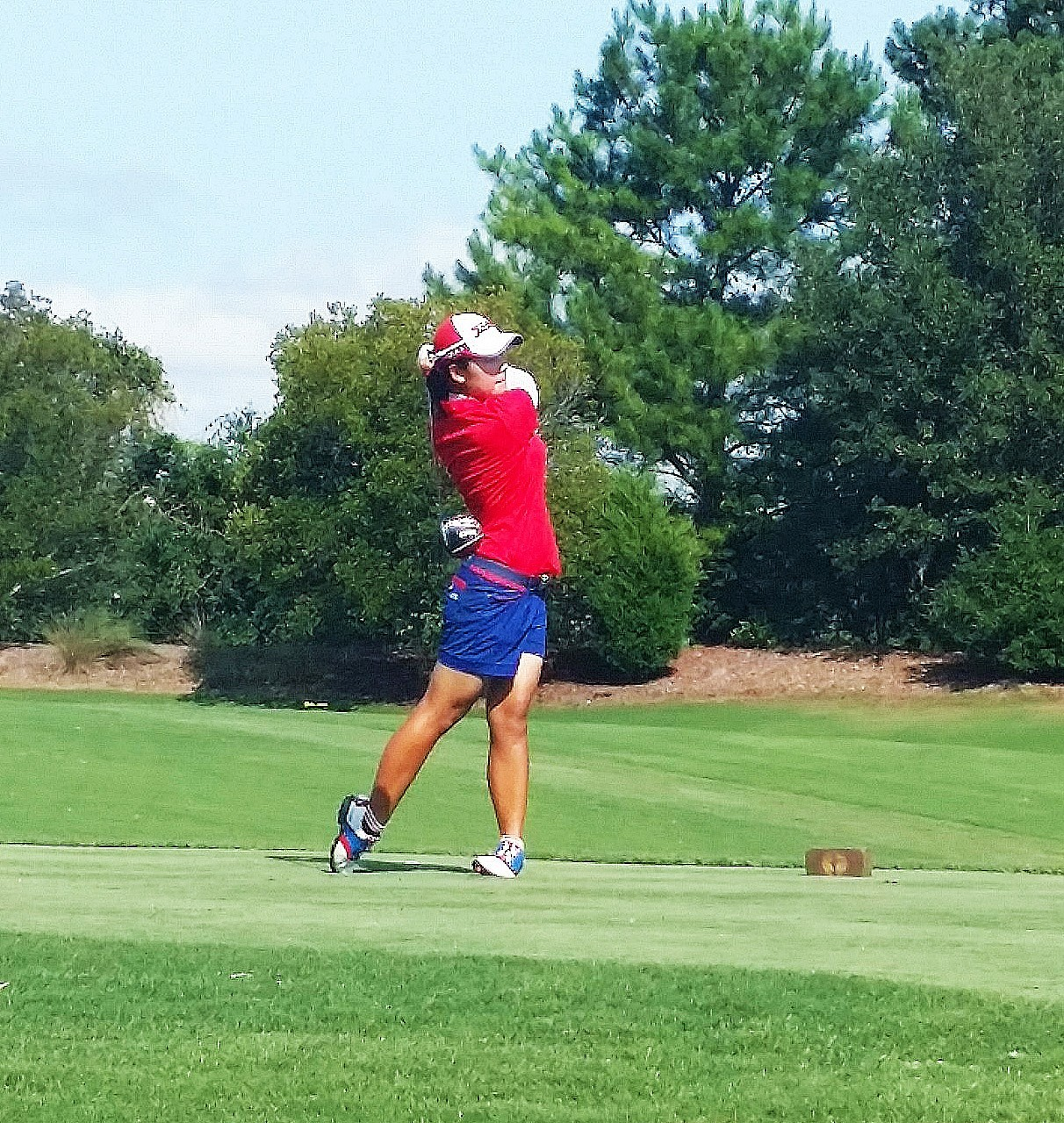 Yeji tees off on the first hole