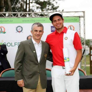 junior golf academy student julian perico